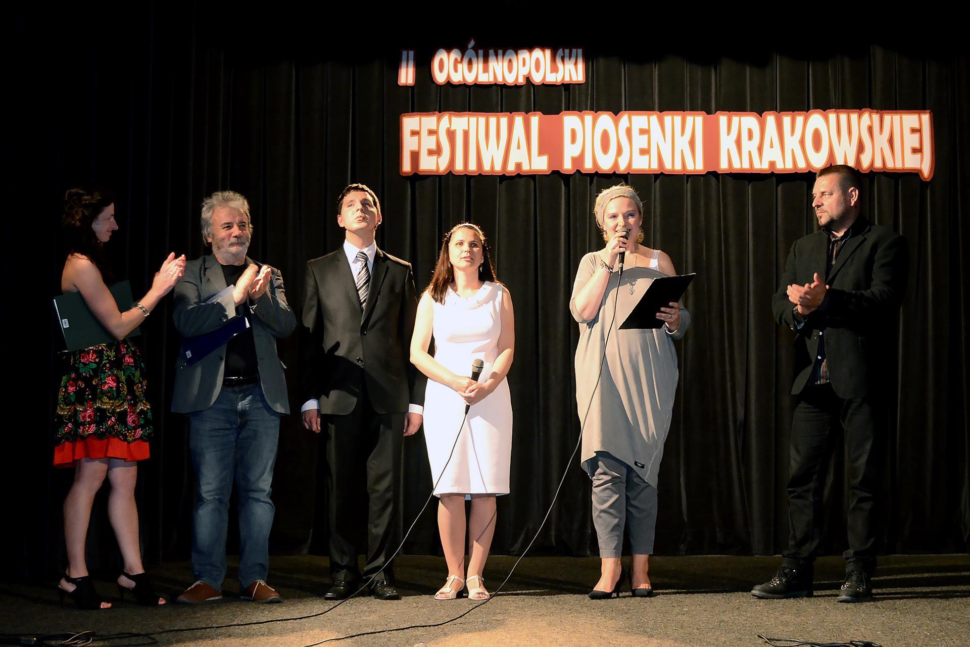 przedstawiciele Fundacji i jurorzy podczas ogłaszania wyników festiwalu
