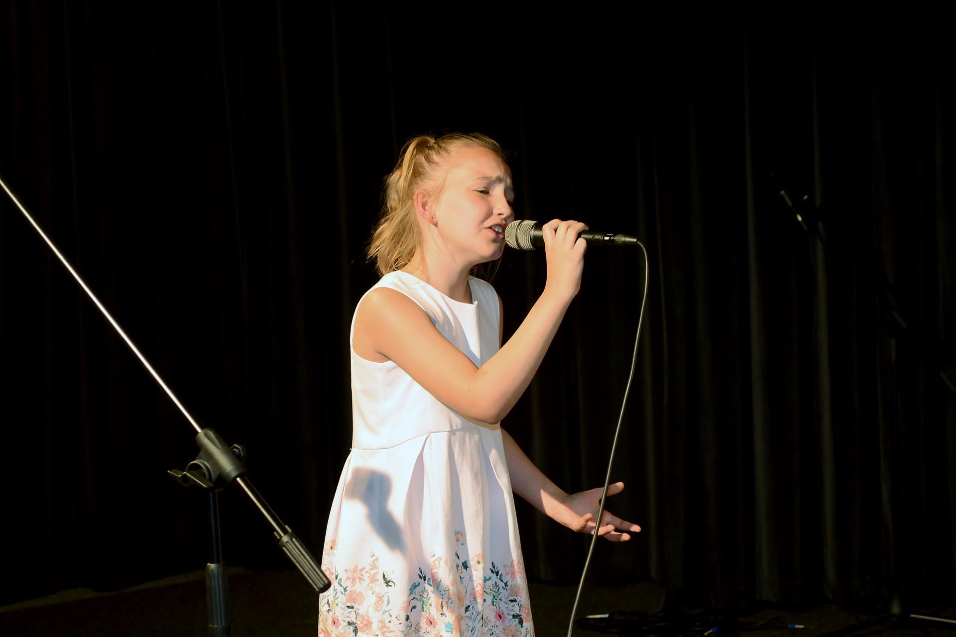 Emilia Azierska – 1 miejsce w kat. solistów młodszych