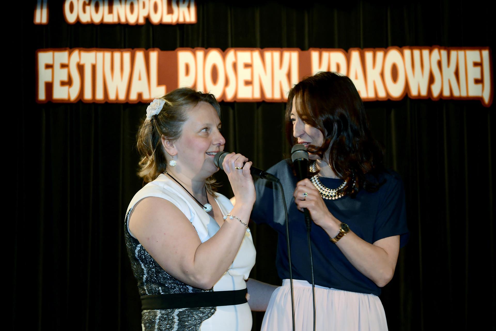 Zaimprowizowany duet gwiazdy wieczoru Marty Bizoń z laureatką 1 miejsca w kat. solistów